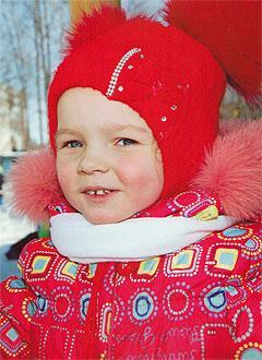 Вика Золотухина, 4 года, двусторонняя тугоухость 2-й степени, требуются слуховые аппараты. 293406 руб.