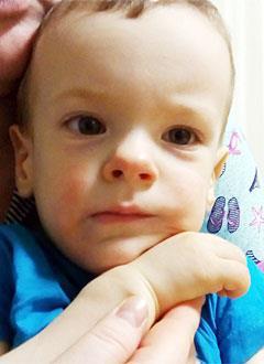 Дима Раков, 2 года, двусторонняя тугоухость 3-й степени, требуются слуховые аппараты. 260400 руб.