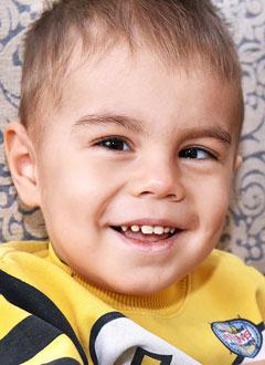 Святик Понимасов, 2 года, редкое заболевание крови – врожденная амегакариоцитарная тромбоцитопения, спасет трансплантация костного мозга, требуются лекарства, поиск и активация донора. 2367776 руб.