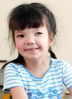 Аделина Валиахметова, 9 лет, детский церебральный паралич, требуется курсовое лечение. 199200 руб.