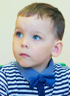 Даня Беулов, 4 года, детский церебральный паралич, нижний парапарез, требуется кресло-коляска. 329840 руб.