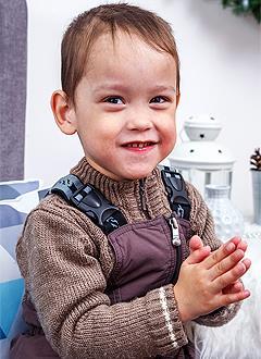 Захар Недушенко, 3 года, двусторонняя внутренняя паралитическая косолапость, требуется лечение по методу Понсети. 206150 руб.